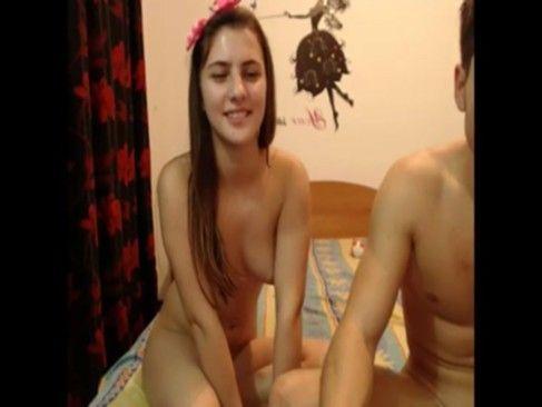 Novinha dando o cu para o namorado na web