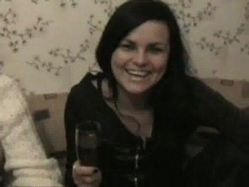 Festinha com mulheres bêbadas fazendo a putaria