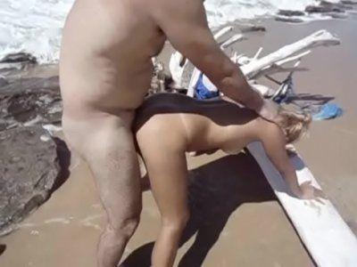 Amanda e Jr Brasil fudendo na praia kzalfortbrasil em sexlog