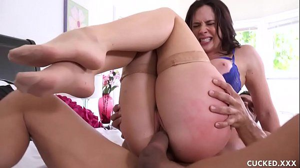 Video de putaria com marido corno vendo esposa gostosa com outro