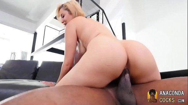 Porno sexo gostoso com loira de bunda grande fodendo no pau do negão
