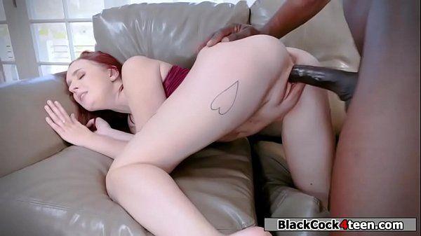 Ruiva branquela em vídeo de putaria com negro pauzudo