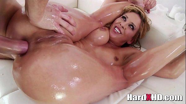 Vídeos sexo anal dotado arregaçando cuzão de loira
