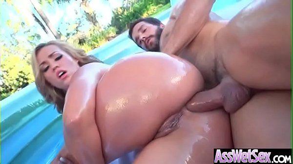 Atriz porno cuzuda dando o rabão na piscina