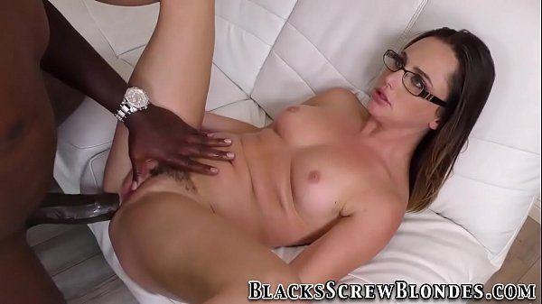 Porno interracial negão comendo cu de branquinha linda