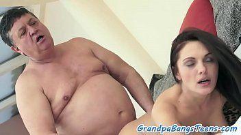Vídeos de incesto enteada dando pro padrasto velho