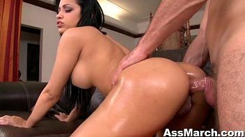 Anal pornô grátis com morena de bunda perfeita