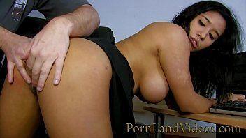 Filme de sexo com morena peituda dando a buceta